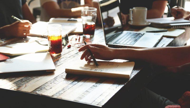 Workshop schreiben Computer Tisch Verlag unformal casual