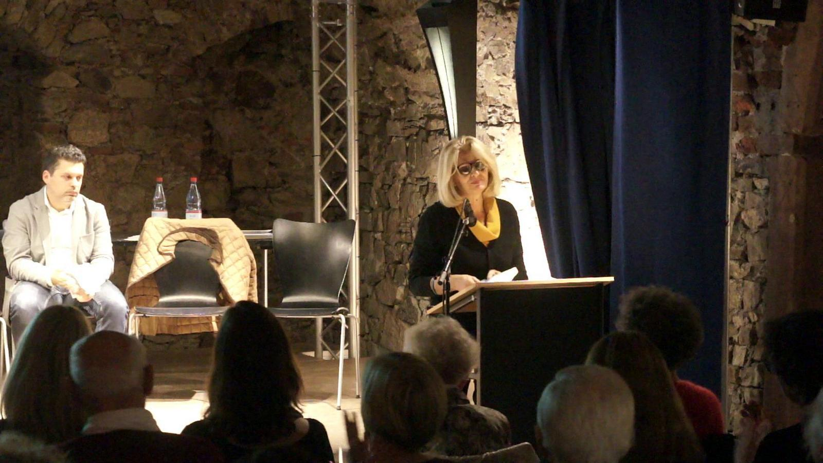 "Anna Pavignano liest aus ihrer Erzählung ""Cronaca di un fatto di cronaca"""